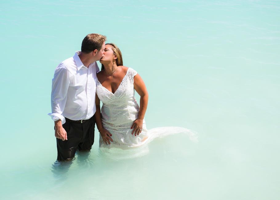 andrea-aruba-trash-dress-wedding_0030