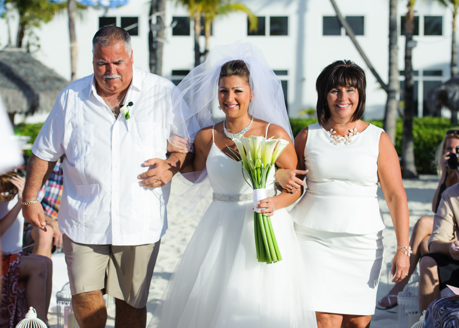 christa-radisson-aruba-wedding-025