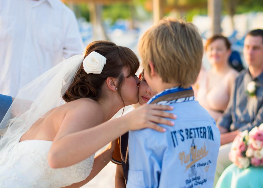 paula-renaissance-island-wedding-030