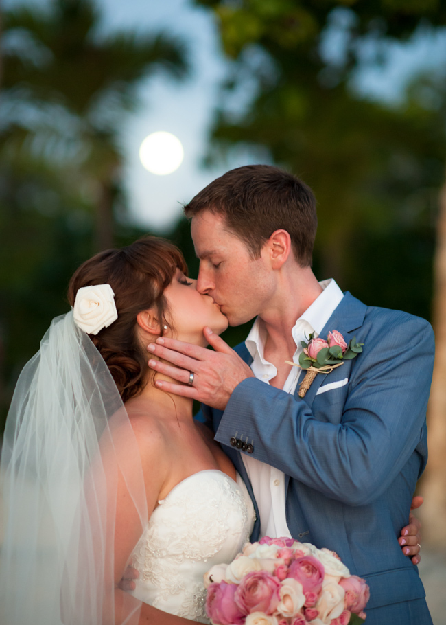 paula-renaissance-island-wedding-049