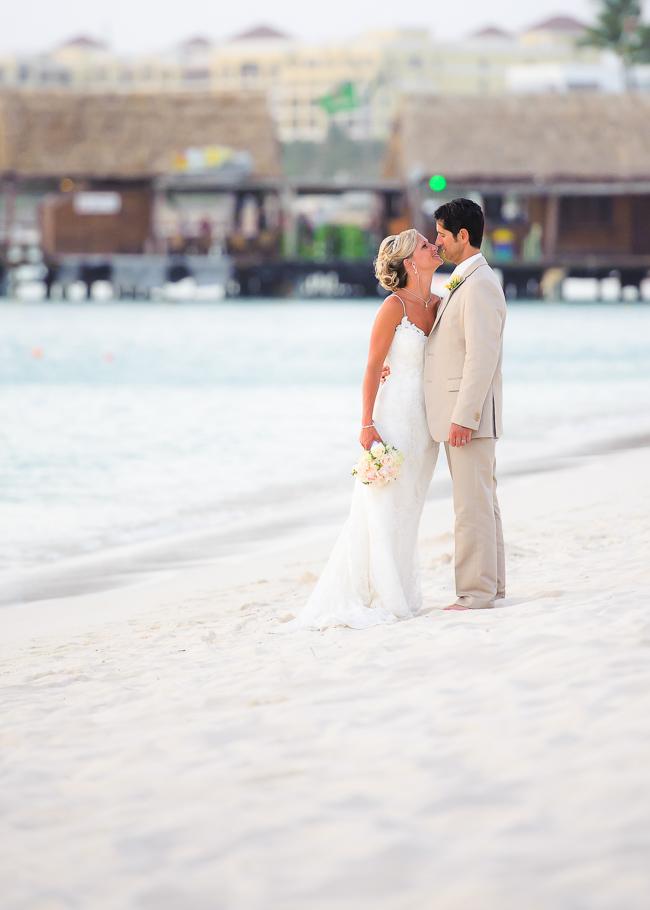 sara-hyatt-aruba-wedding-046