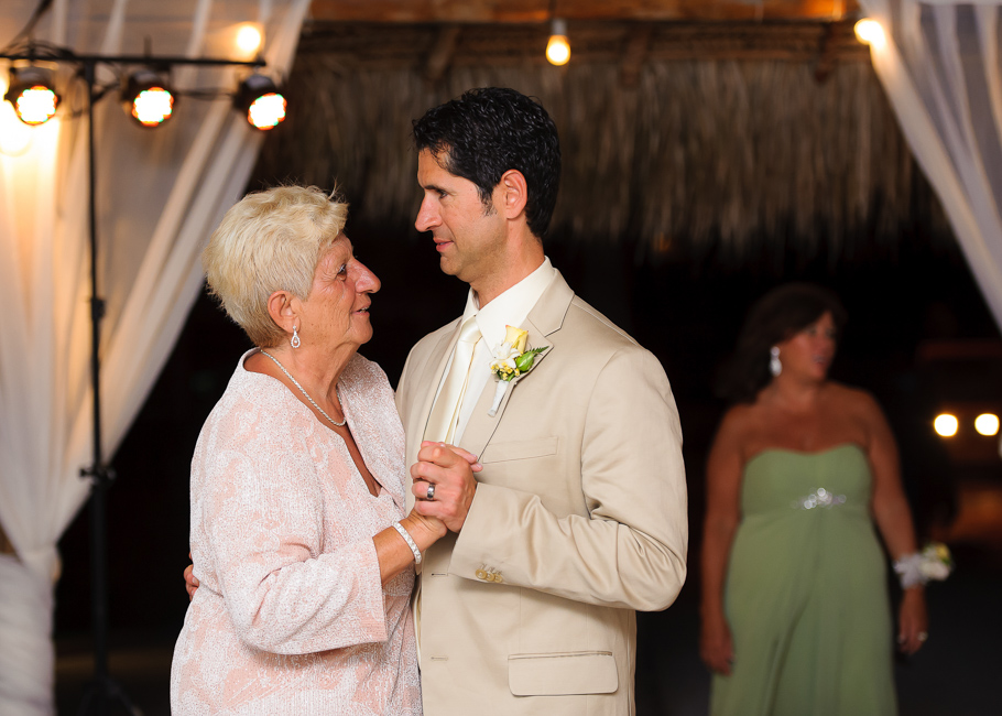 sara-hyatt-aruba-wedding-061