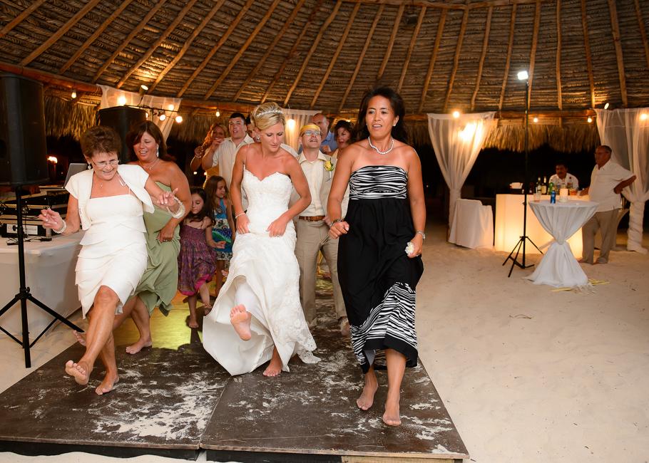 sara-hyatt-aruba-wedding-083