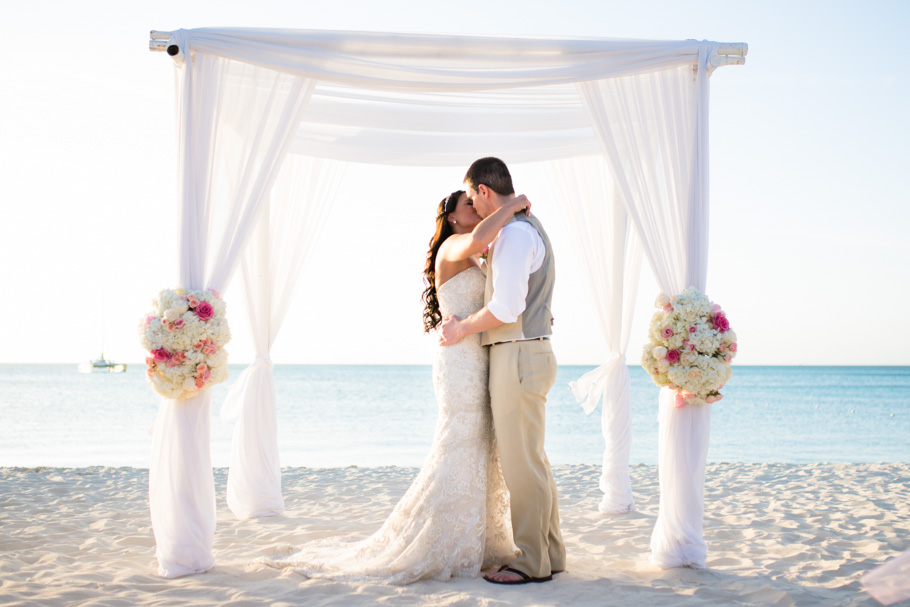 jenna-radisson-aruba-wedding_0036