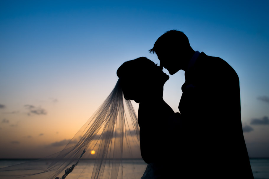 liz-marriott-aruba-wedding-019