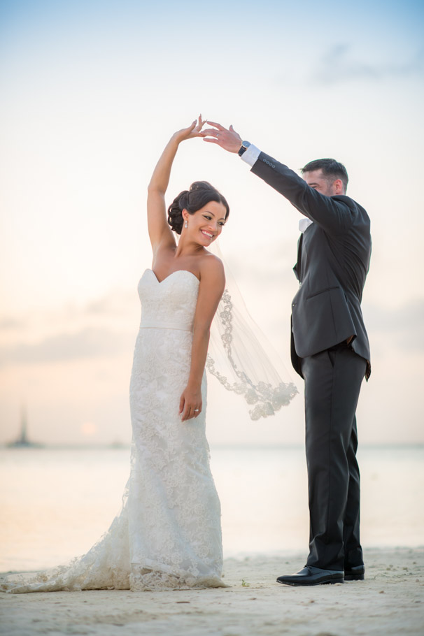 liz-marriott-aruba-wedding-020