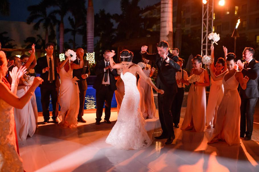liz-marriott-aruba-wedding-021