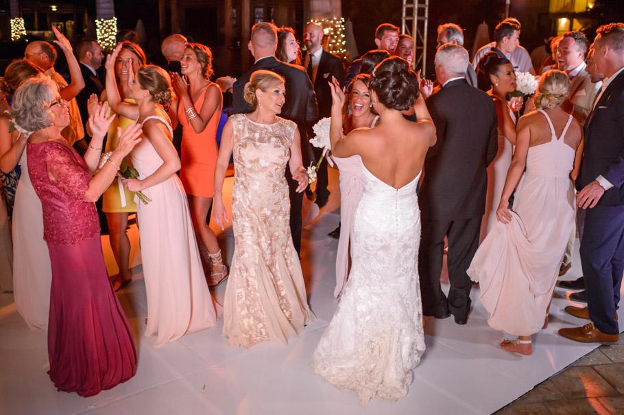 liz-marriott-aruba-wedding-030