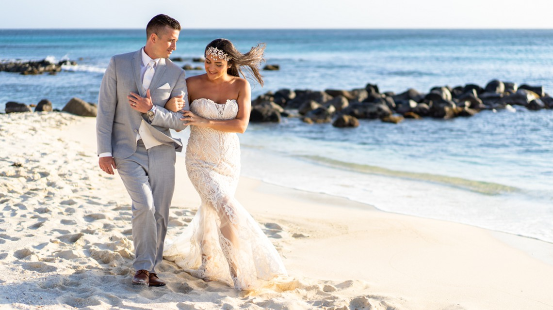 aruba photo session with bride and groom on the beach